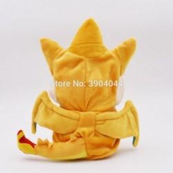Peluche pikachu déguisé en dracaufeu 25 cm vue de dos